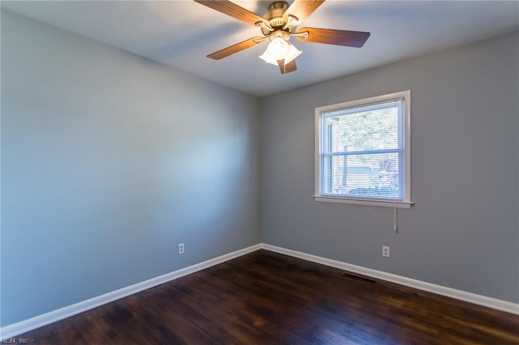 Photo 10 of 1016 Saint Julian DR, Chesapeake, VA  23323,