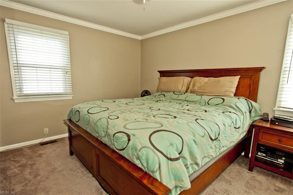 Photo 13 of 453 Dunmore DR, Newport News, VA  23602,