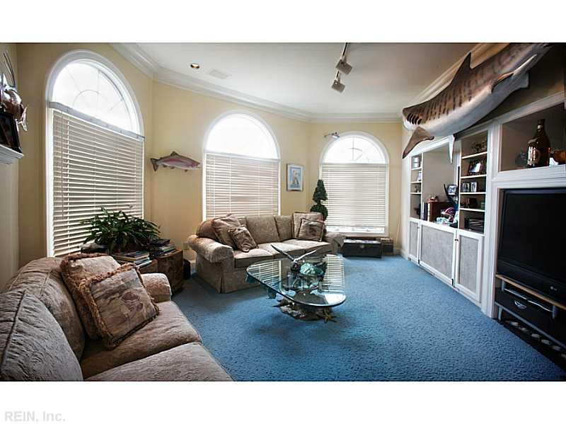 Photo 12 of 509 VIRGINIA DARE DR, Virginia Beach, VA  23451,