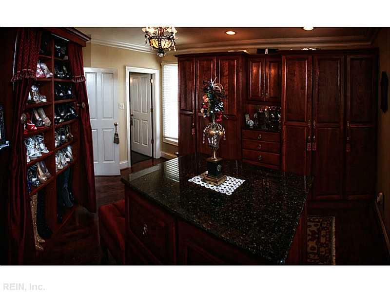 Photo 16 of 509 VIRGINIA DARE DR, Virginia Beach, VA  23451,